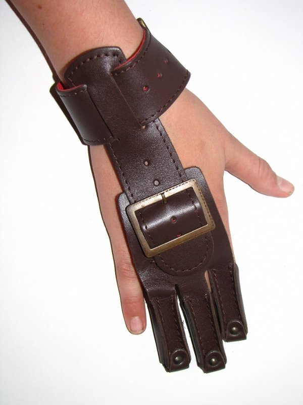 Three-fingered glove for archer made of cowhide