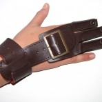 Three-fingered glove for archer made ​​of cowhide
