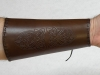 Chránič predlaktia s koženým šnurovaním